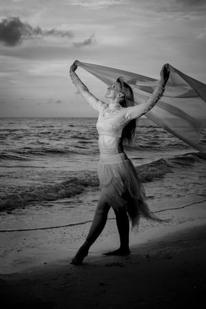 Michele Ryan Dance Strong (James Monahan Photography)